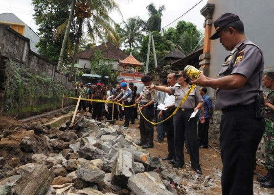 Nusabali.com - buruh-bangunan-tewas-tertimbun