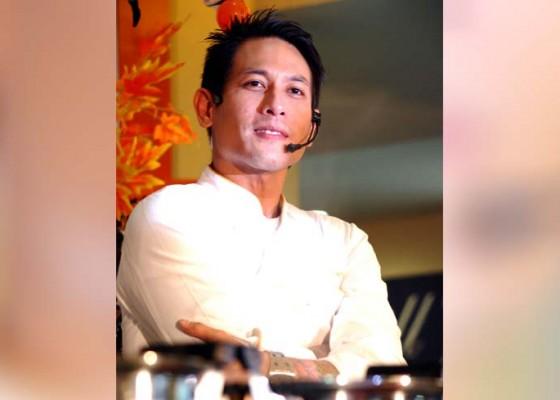 Nusabali.com - chef-juna-ditantang-masak-kuwir