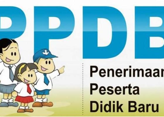 Nusabali.com - usia-2-tahun-lolos-ppdb-sd