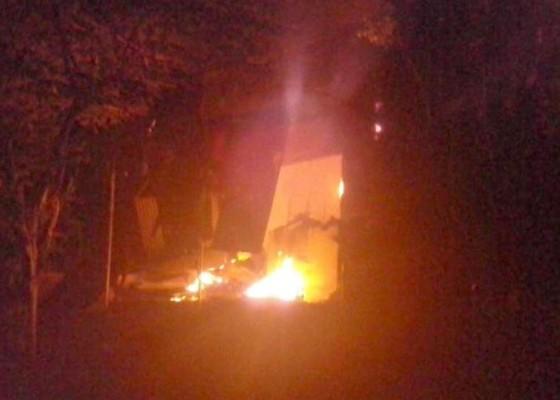 Nusabali.com - kios-karyawan-pdam-terbakar