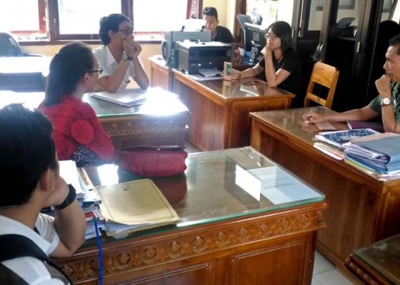 Nusabali.com - tak-digaji-belasan-karyawan-mengadu-ke-disnaker