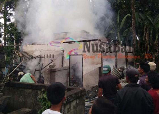 Nusabali.com - pertamini-bocor-warung-terbakar