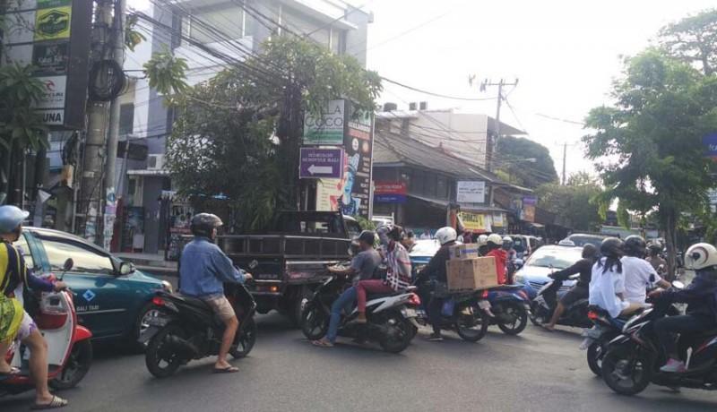 www.nusabali.com-kemacetan-di-legian-tuai-keluhan