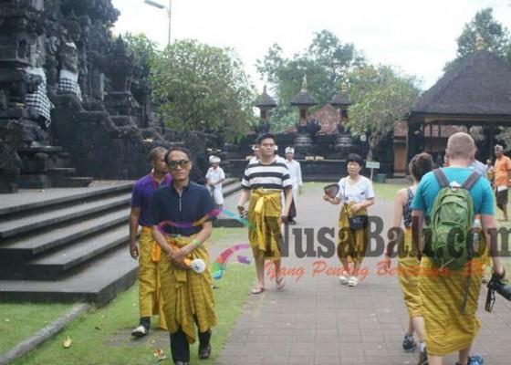 Nusabali.com - pelarangan-turis-masuk-pura-jangan-buru-buru