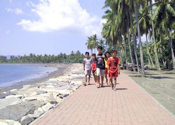 Nusabali.com - kunjungan-ke-pantai-baluk-rening-anjlok