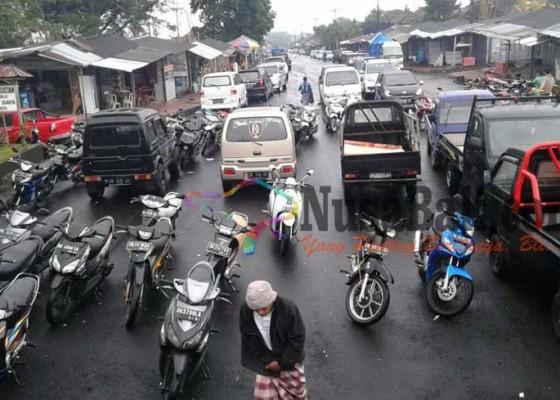 Nusabali.com - parkir-semrawut-pengelola-besakih-pengeng