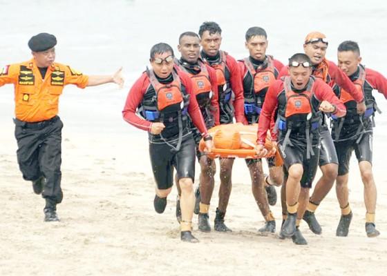 Nusabali.com - berlari-berenang-dan-mendayung-selamatkan-korban