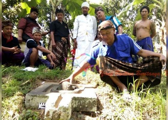 Nusabali.com - berbahan-batu-andesit-dikubur-warga-karena-takut