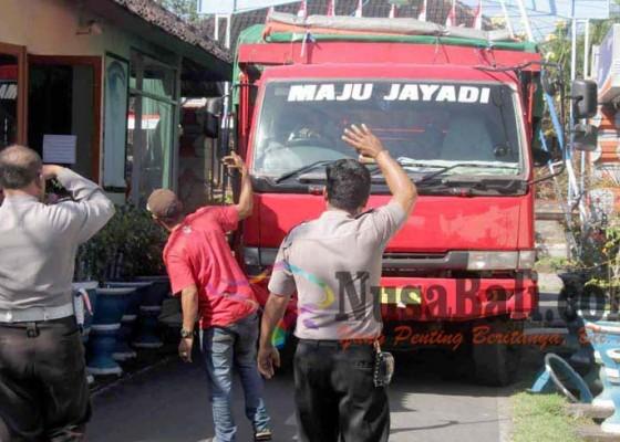 Nusabali.com - ratusan-batang-kayu-gagal-diselundupkan