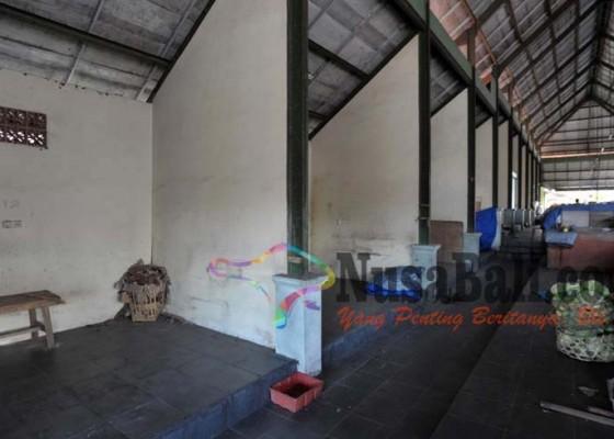 Nusabali.com - usai-revitalisasi-sejumlah-kios-di-pasar-kapal-masih-kosong