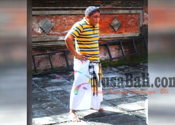 Nusabali.com - penjaga-kolam-lila-harsana-kerauhan