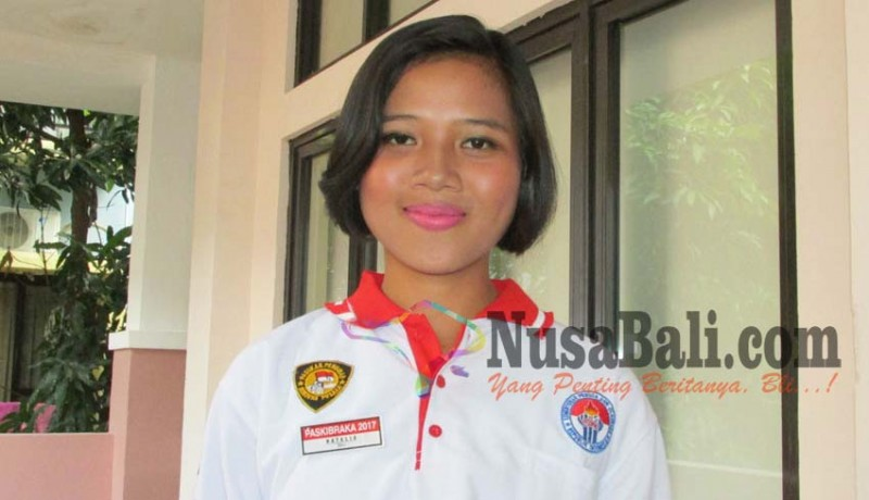www.nusabali.com-didaulat-ajari-bahasa-bali-kadek-natalia-juga-harus-potong-rambut
