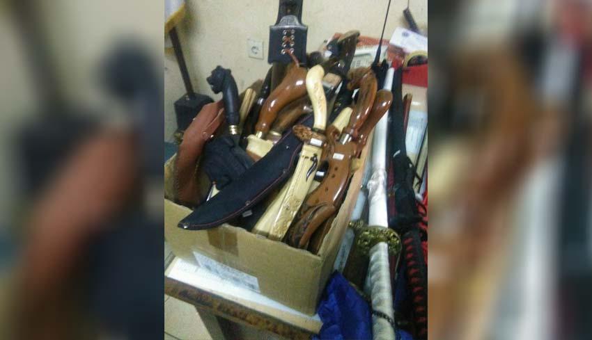 www.nusabali.com-breaking-news-ditemukan-belasan-senjata-tajam