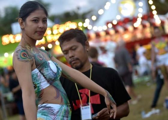 Nusabali.com - garuda-pancasila-hiasi-tubuh-model