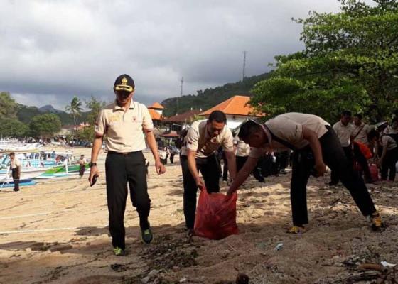 Nusabali.com - hut-polwan-diisi-kegiatan-bersih-bersih-pantai