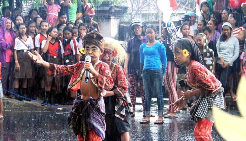 www.nusabali.com-diguyur-hujan-karnaval-banjarangkan-tetap-meriah
