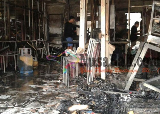 Nusabali.com - restoran-terbakar-kerugian-rp-1-miliar