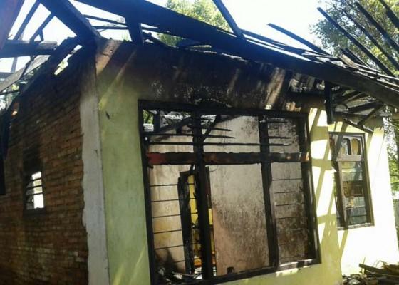 Nusabali.com - arus-pendek-rumah-kantor-ludes-terbakar