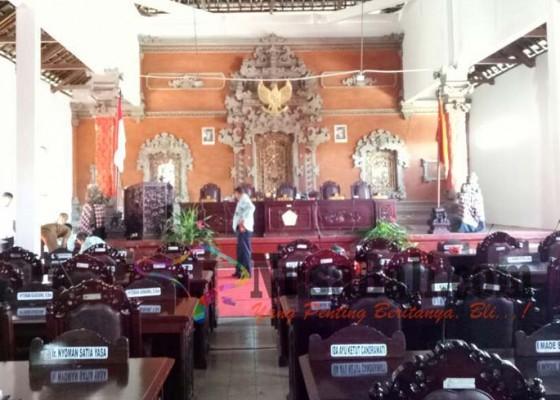 Nusabali.com - tempat-olahraga-dijadikan-ruang-sidang