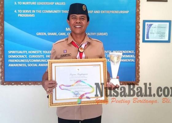 Nusabali.com - kasek-sman-bali-mandara-raih-predikat-sekolah-keren-nasional