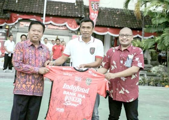 Nusabali.com - bali-united-kunjungi-sman-1-denpasar