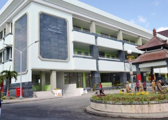 Nusabali.com - pasien-berdatangan-diusulkan-perluasan-rsud-mangusada