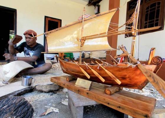 Nusabali.com - kerajinan-miniatur-perahu-tradisional