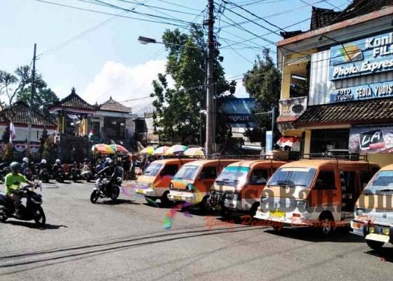 Nusabali.com - penumpang-pilih-ojek-banyak-angkot-berhenti-operasi