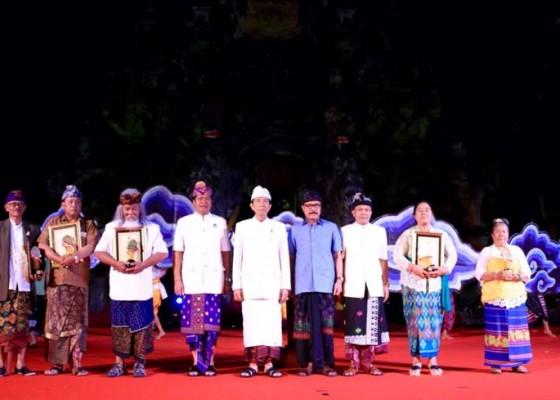 Nusabali.com - 5-tokoh-dianugerahi-penghargaan-bmpn
