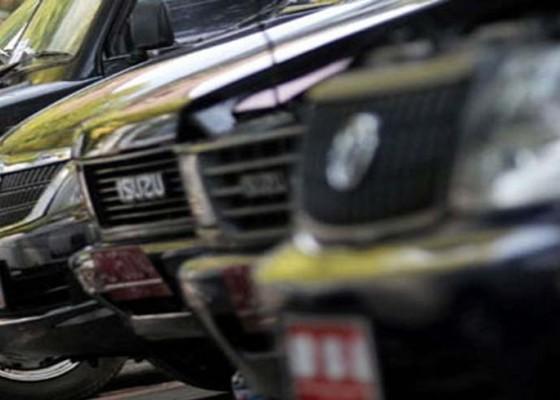 Nusabali.com - mobil-dinas-anggota-dprd-bali-dicabut