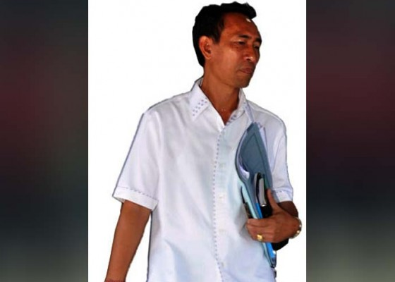 Nusabali.com - bapak-minta-diantar-ambil-gaji-dan-cukur