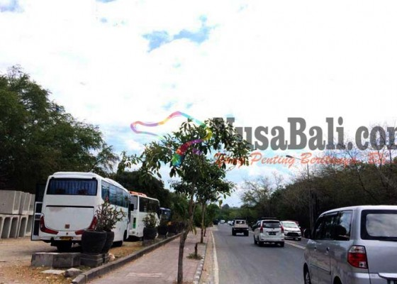 Nusabali.com - krisis-lahan-parkir-picu-kemacetan-di-tanjung-benoa