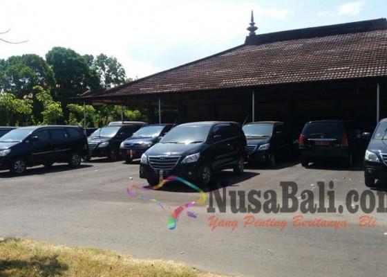 Nusabali.com - mobil-dinas-dewan-mulai-dikembalikan