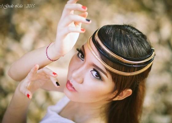 Nusabali.com - nia-sakania-nikmati-jadi-model-iklan