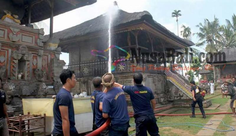 www.nusabali.com-pangaruman-pura-penataran-sasih-terbakar