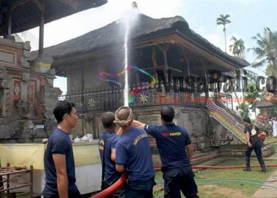 Nusabali.com - pangaruman-pura-penataran-sasih-terbakar