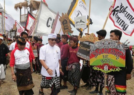 Nusabali.com - 1500-layang-layang-semarakkan-tanah-lot