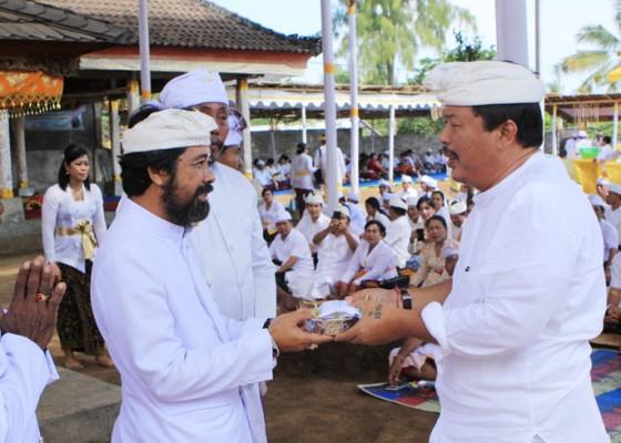 Nusabali.com - pemkab-jembrana-ngaturang-bhakti-penganyar-di-pura-rinjani