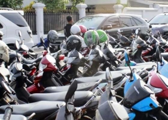 Nusabali.com - langgar-parkir-ktp-bakal-disita