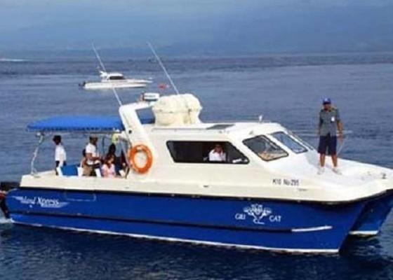 Nusabali.com - penumpang-ke-nusa-penida-naik-boat