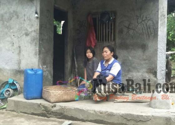 Nusabali.com - ke-sekolah-jalan-kaki-6-km