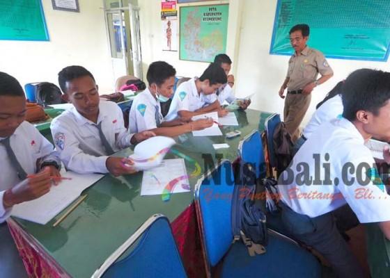 Nusabali.com - siswa-pengungsi-ikut-full-day-school