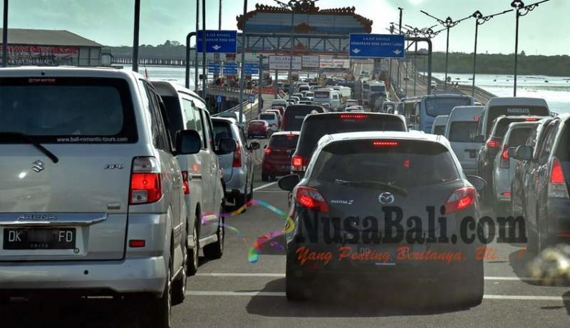 www.nusabali.com-hari-pertama-transaksi-non-tunai-gerbang-tol-krodit