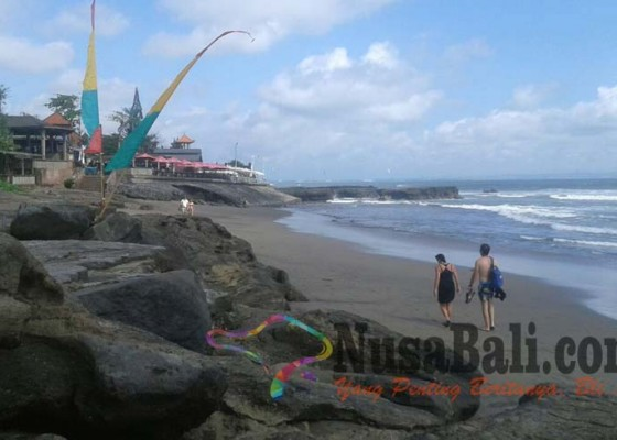 Nusabali.com - rombongan-bule-digulung-ombak-1-tewas-8-selamat