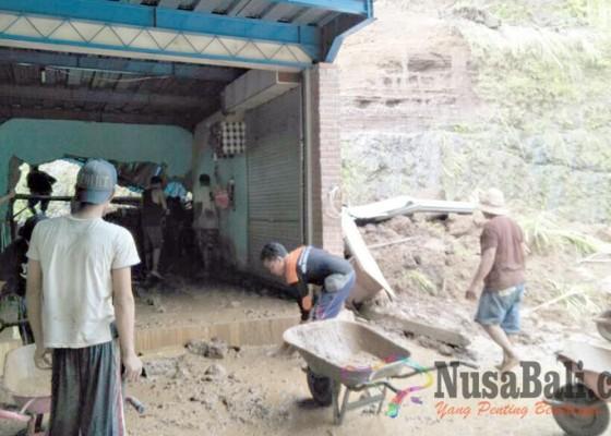 Nusabali.com - gudang-bengkel-tertimbun-longsor