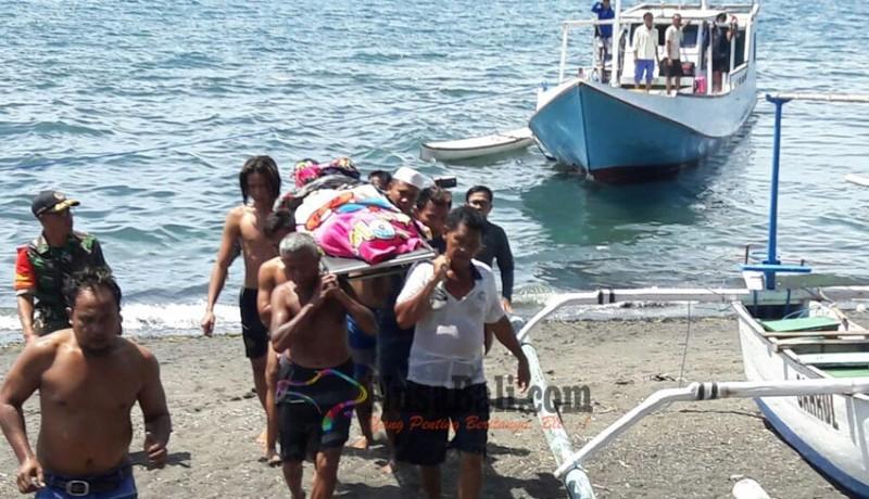 www.nusabali.com-turis-malaysia-tewas-di-atas-kapal-barang