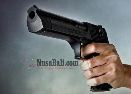 Nusabali.com - cekcok-di-jalan-supir-travel-ditodong-pistol