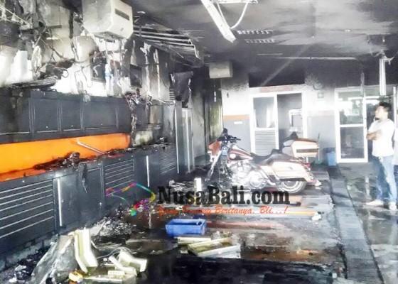 Nusabali.com - baru-lima-bulan-ditempati-bengkel-moge-terbakar
