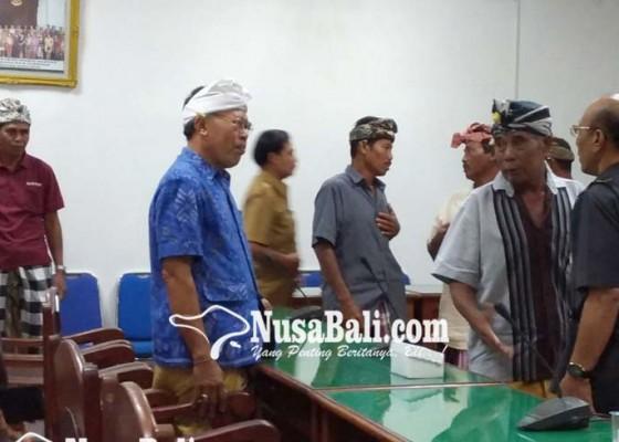 Nusabali.com - prajuru-subak-datangi-dprd