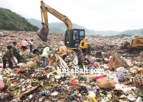 Nusabali.com - klungkung-buang-sampah-ke-suwung